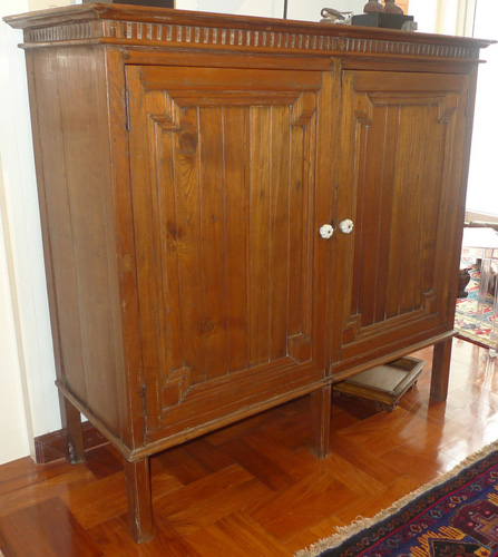 Merchant cupboard